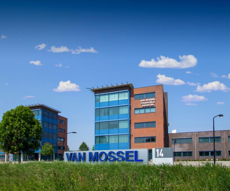Dubbele overname Mercedes-Benz Vans & Trucks door Van Mossel Automotive Groep